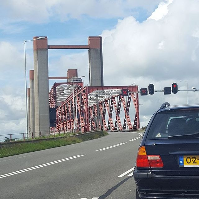 Well I am back home, have to wait for this bridge again…